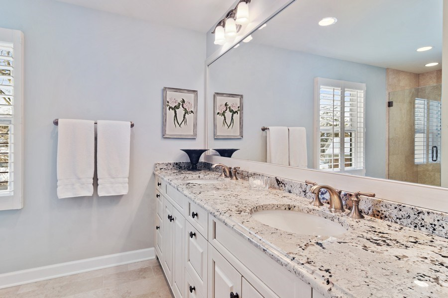 Real Estate Photography - 129 KNOCKDERRY Lane, Inverness, IL, 60067 - Hall Bathroom