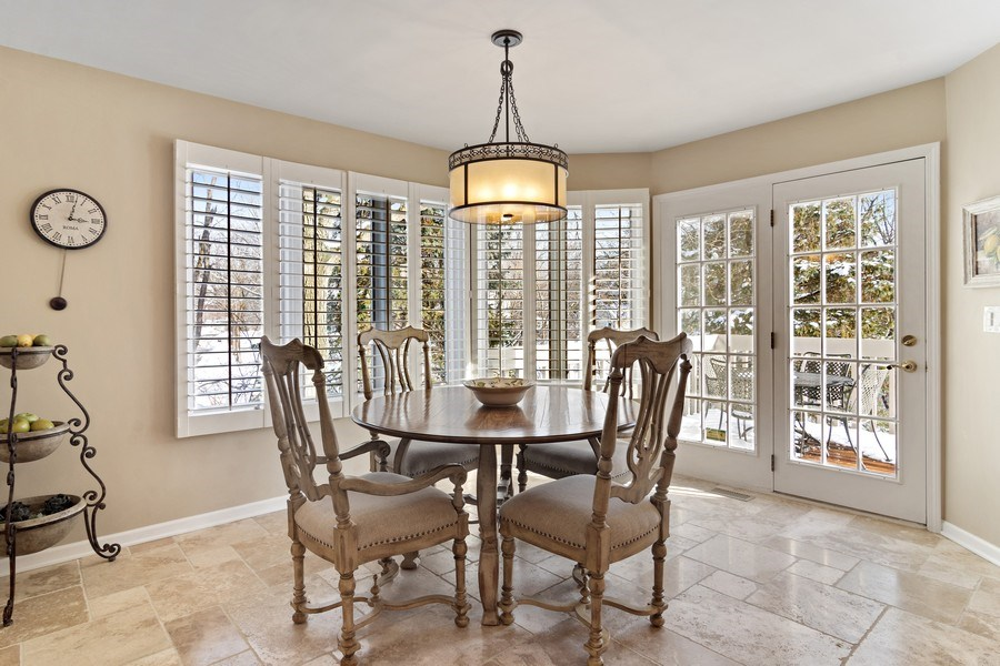 Real Estate Photography - 129 KNOCKDERRY Lane, Inverness, IL, 60067 - Breakfast Nook