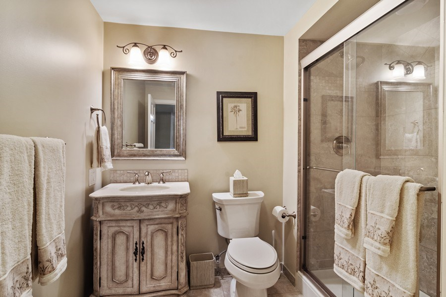 Real Estate Photography - 129 KNOCKDERRY Lane, Inverness, IL, 60067 - Lower Level Bathroom