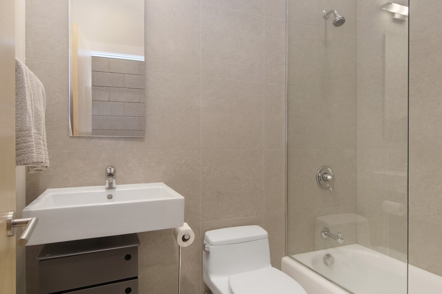 Real Estate Photography - 1721 N. SHEFFIELD Avenue, Unit 202, Chicago, IL, 60614 - Bathroom