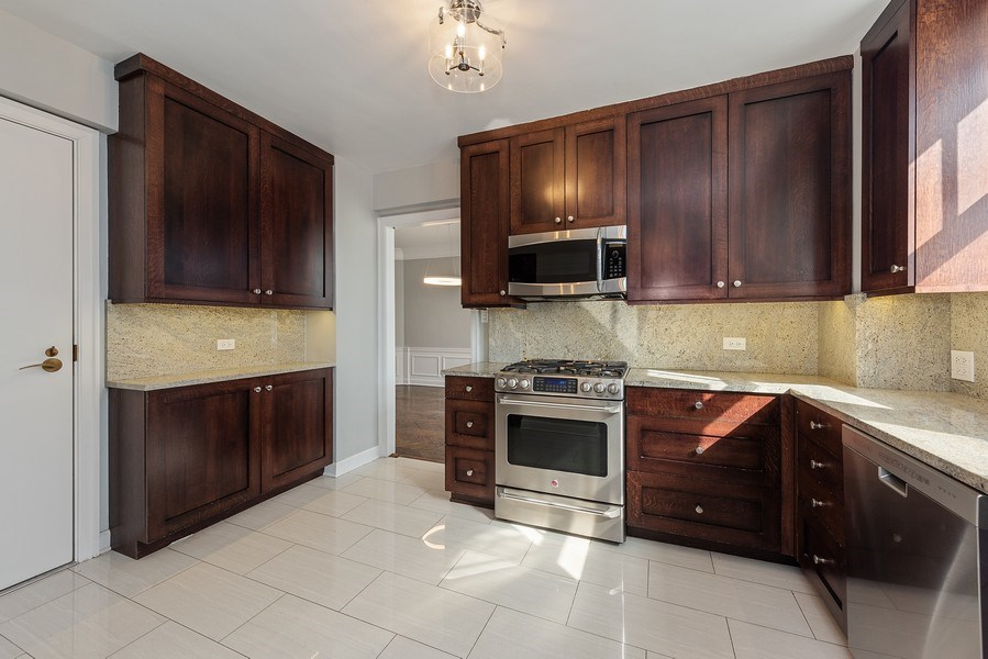 Real Estate Photography - 421 W. Melrose Street, Unit 12C, Chicago, IL, 60657 - Kitchen