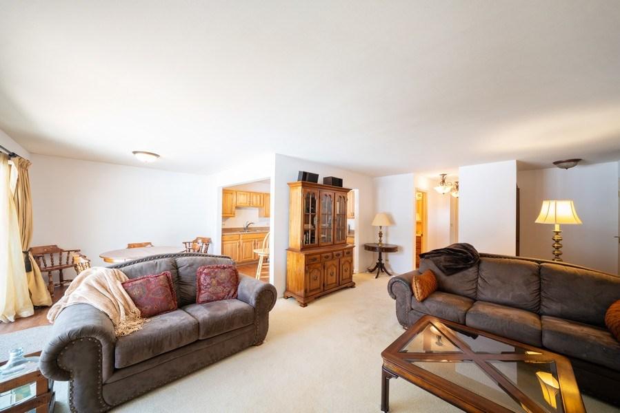 Real Estate Photography - 1052 Southbury Ln, B1, Wheeling, IL, 60090 - Living Room