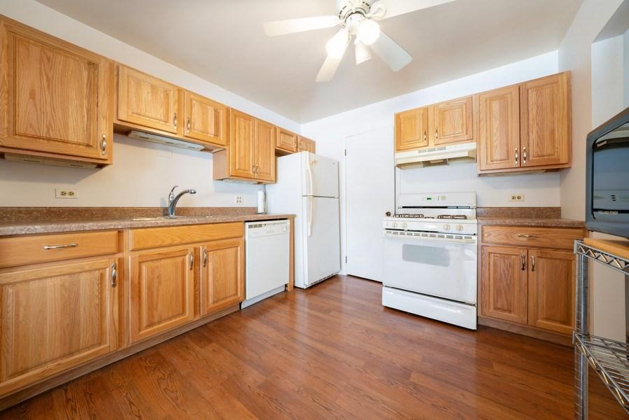 Real Estate Photography - 1052 Southbury Ln, B1, Wheeling, IL, 60090 - Kitchen