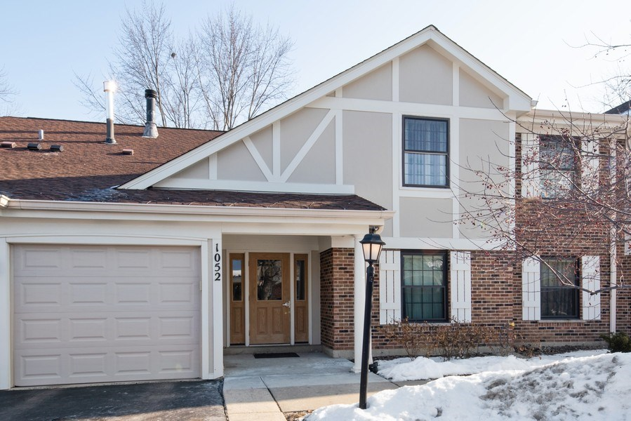 Real Estate Photography - 1052 Southbury Ln, B1, Wheeling, IL, 60090 - Front View