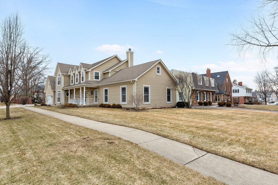 Real Estate Photography - 425 E. Oak Avenue, Wheaton, IL, 60187 - Side View