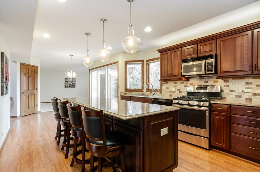 Real Estate Photography - 936 Pember Circle, West Dundee, IL, 60118 - Kitchen