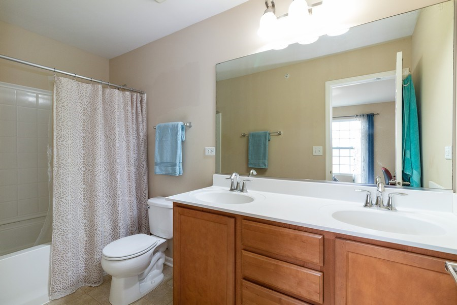 Real Estate Photography - 7500 SAVOY Lane, Unit A, Bridgeview, IL, 60455 - Master Bathroom