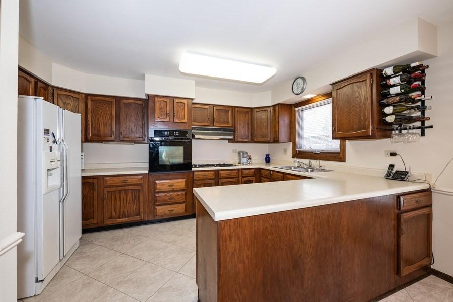 Real Estate Photography - 924 IROQUOIS Avenue, Naperville, IL, 60563 - Kitchen
