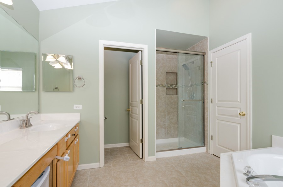 Real Estate Photography - 4700 WHITEHALL Court, Algonquin, IL, 60102 - Master Bathroom