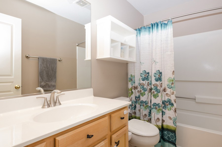 Real Estate Photography - 4700 WHITEHALL Court, Algonquin, IL, 60102 - Hall Bathroom