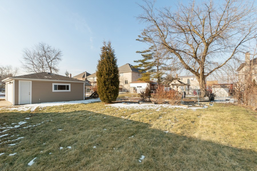 Real Estate Photography - 8208 Rutherford Avenue, Burbank, IL, 60459 - Back Yard