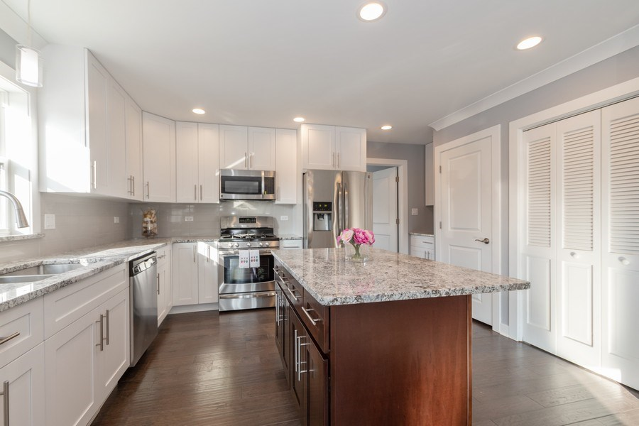 Real Estate Photography - 8208 Rutherford Avenue, Burbank, IL, 60459 - Kitchen