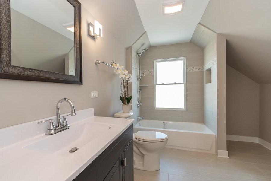 Real Estate Photography - 8208 Rutherford Avenue, Burbank, IL, 60459 - Bathroom