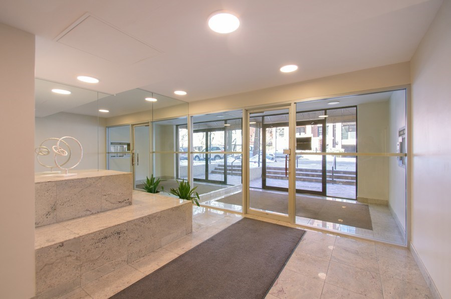 Real Estate Photography - 515 W. Wrightwood Avenue, Unit 105, Chicago, IL, 60614 - Lobby