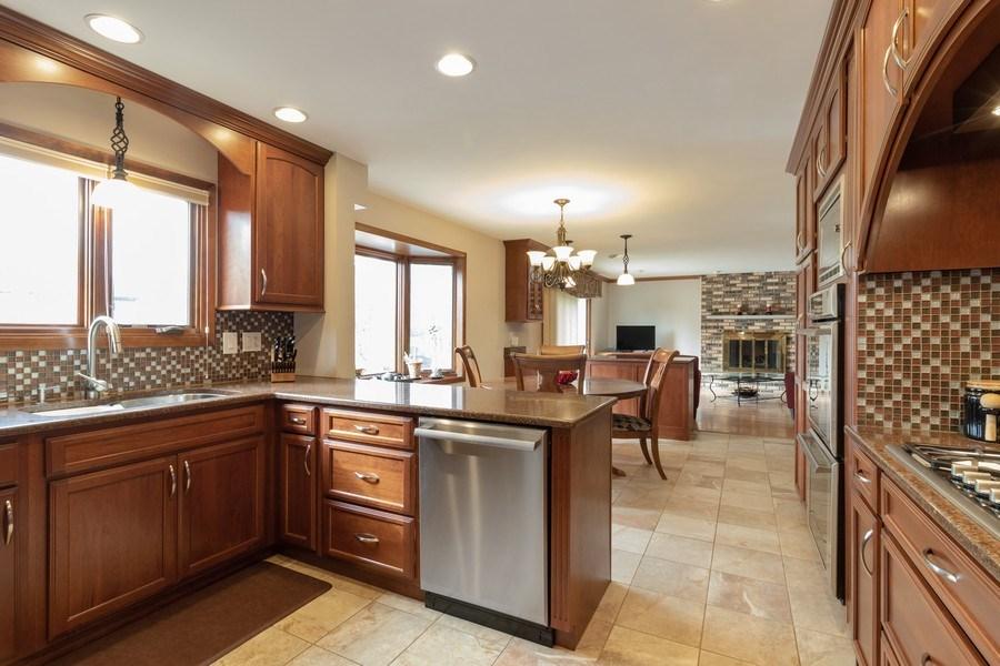 Real Estate Photography - 3108 Bonnie Brae, Flossmoor, IL, 60422 - Kitchen