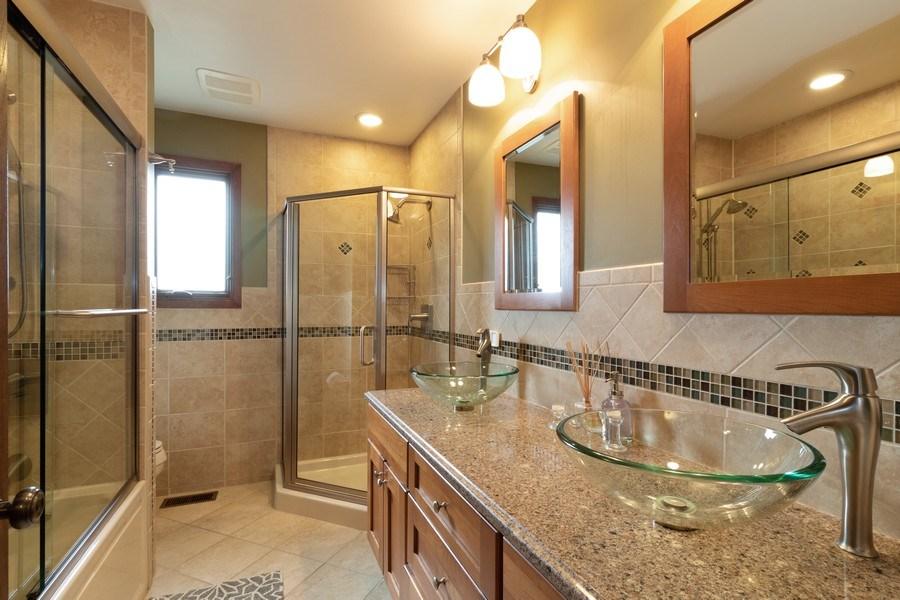 Real Estate Photography - 3108 Bonnie Brae, Flossmoor, IL, 60422 - Bathroom