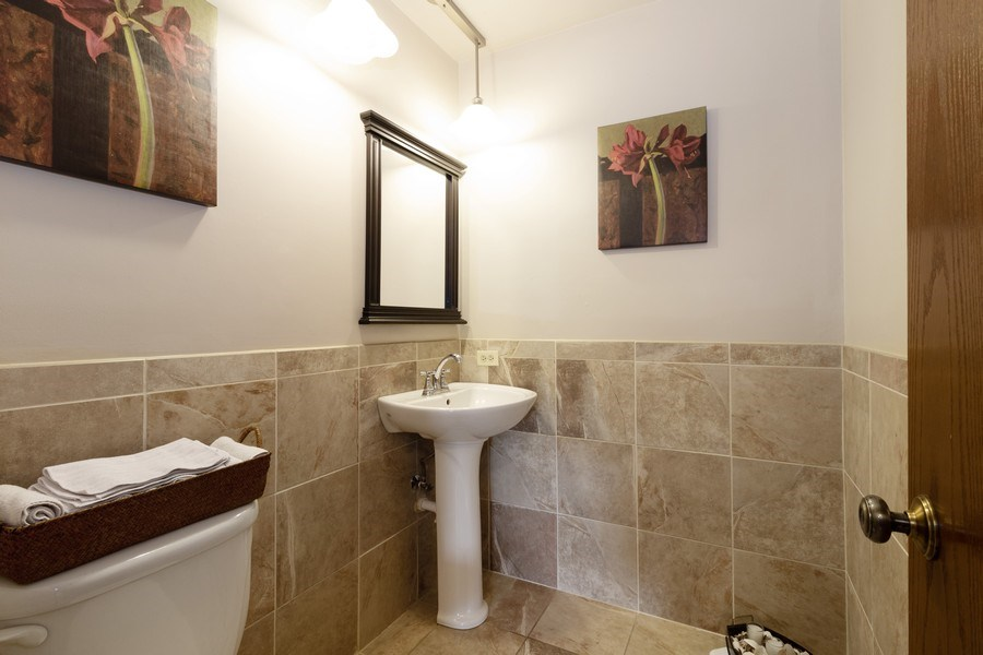Real Estate Photography - 3108 Bonnie Brae, Flossmoor, IL, 60422 - Powder Room