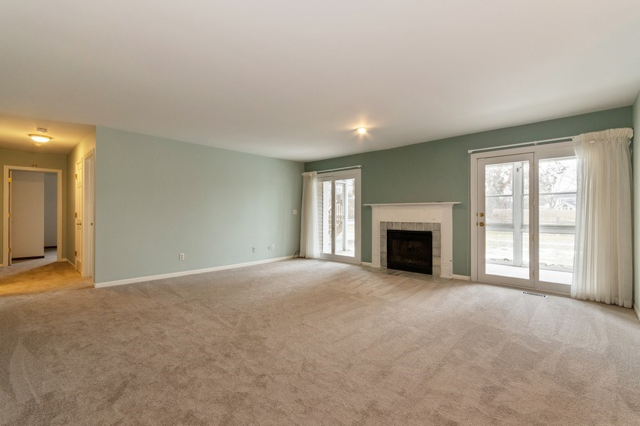 Real Estate Photography - 115 Dunham Place Commons, Unit 115, St. Charles, IL, 60174 - Living Room