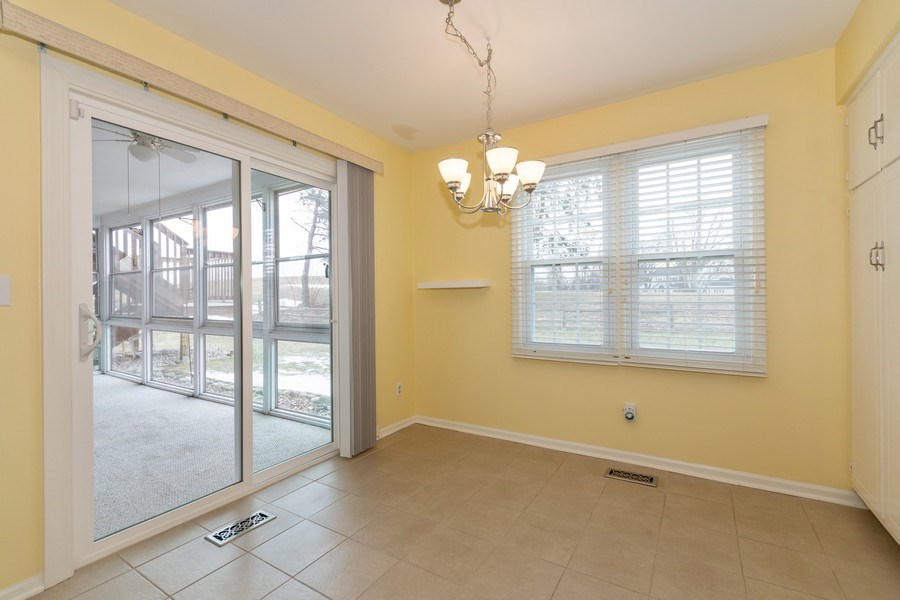 Real Estate Photography - 115 Dunham Place Commons, Unit 115, St. Charles, IL, 60174 - Breakfast Nook