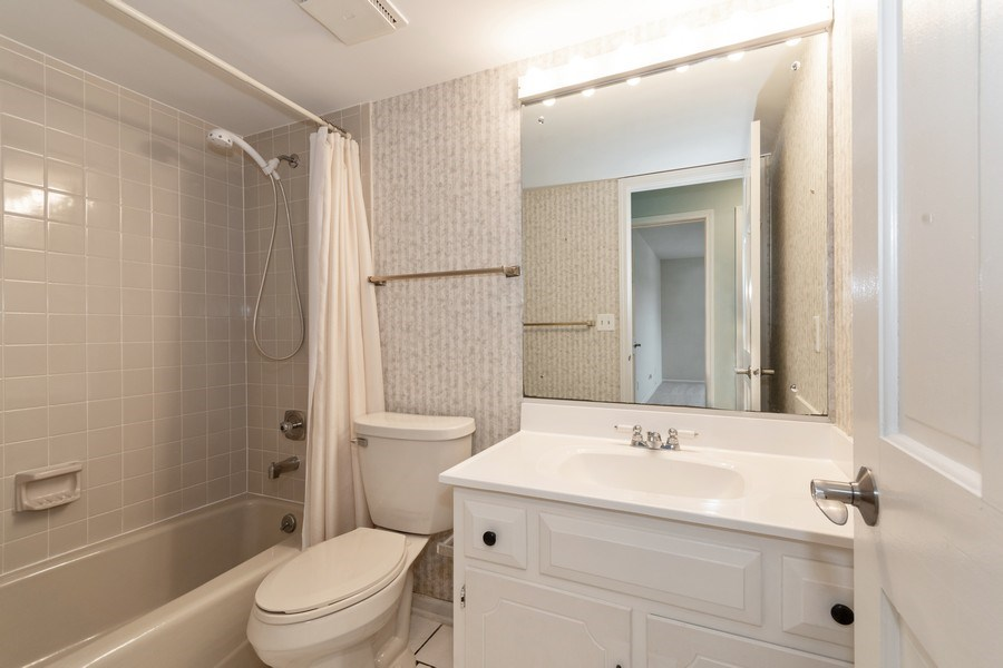 Real Estate Photography - 115 Dunham Place Commons, Unit 115, St. Charles, IL, 60174 - 2nd Bathroom