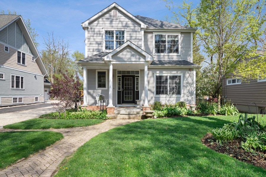 Real Estate Photography - 735 S. Grove Avenue, Barrington, IL, 60010 - Front View