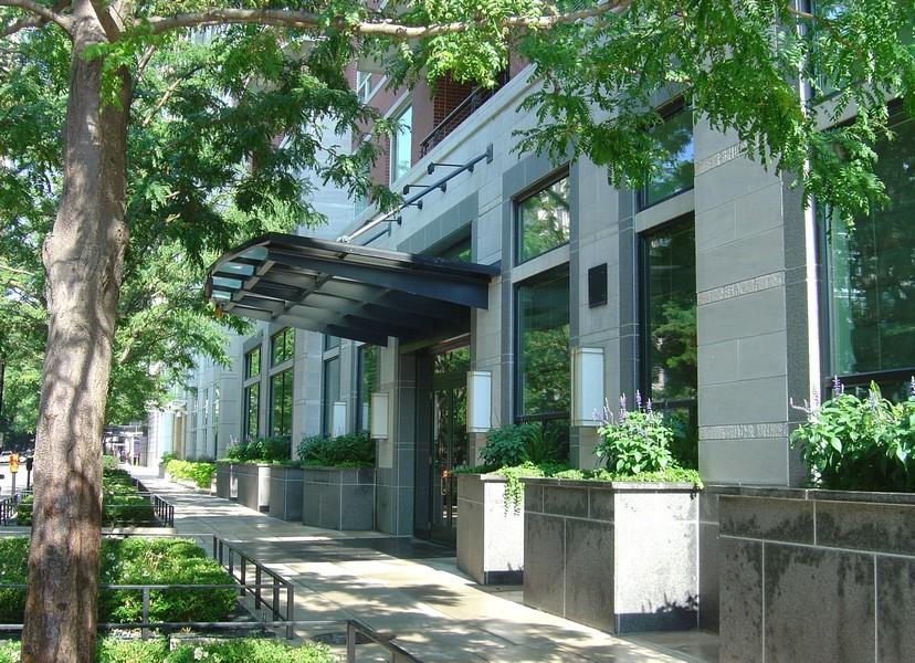 Real Estate Photography - 270 E. Pearson Street, Unit 203, Chicago, IL, 60611 -