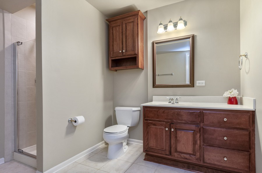 Real Estate Photography - 2608 FREELAND Circle, Naperville, IL, 60564 - 3rd Bathroom
