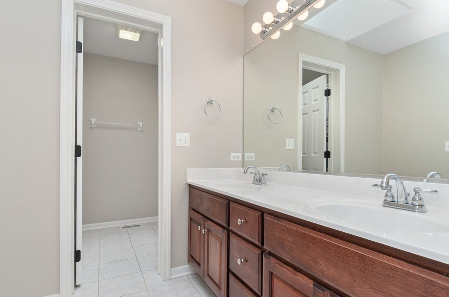 Real Estate Photography - 2608 FREELAND Circle, Naperville, IL, 60564 - 2nd Bathroom
