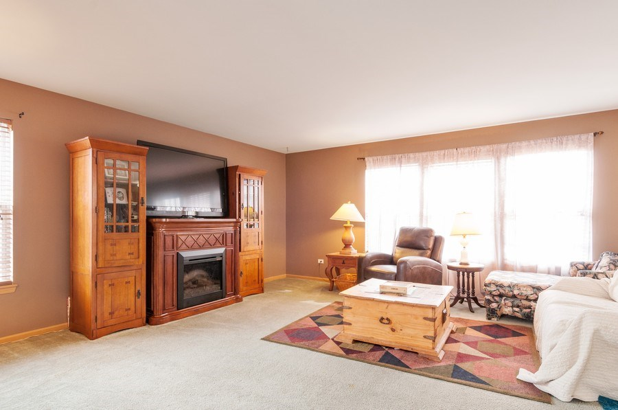 Real Estate Photography - 3205 Kenilworth Lane, Montgomery, IL, 60538 - Family Room