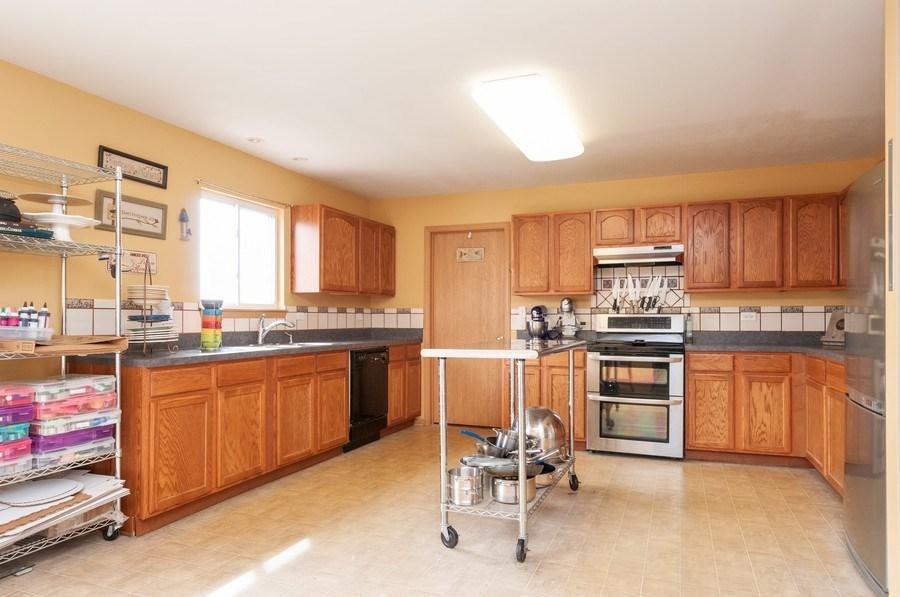 Real Estate Photography - 3205 Kenilworth Lane, Montgomery, IL, 60538 - Kitchen