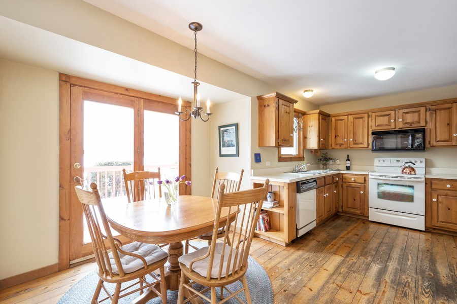 Real Estate Photography - 313 MAINSAIL Drive, Third Lake, IL, 60030 - Kitchen / Breakfast Room