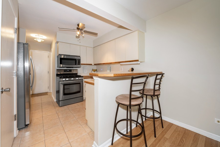 Real Estate Photography - 1424 Queensgreen Circle, Naperville, IL, 60563 - Kitchen