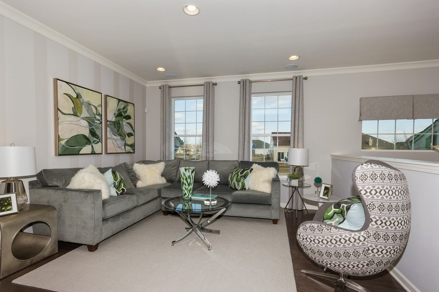 Real Estate Photography - 802 Shadowbrook Ct, Oswego, IL, 60543 - Living Room