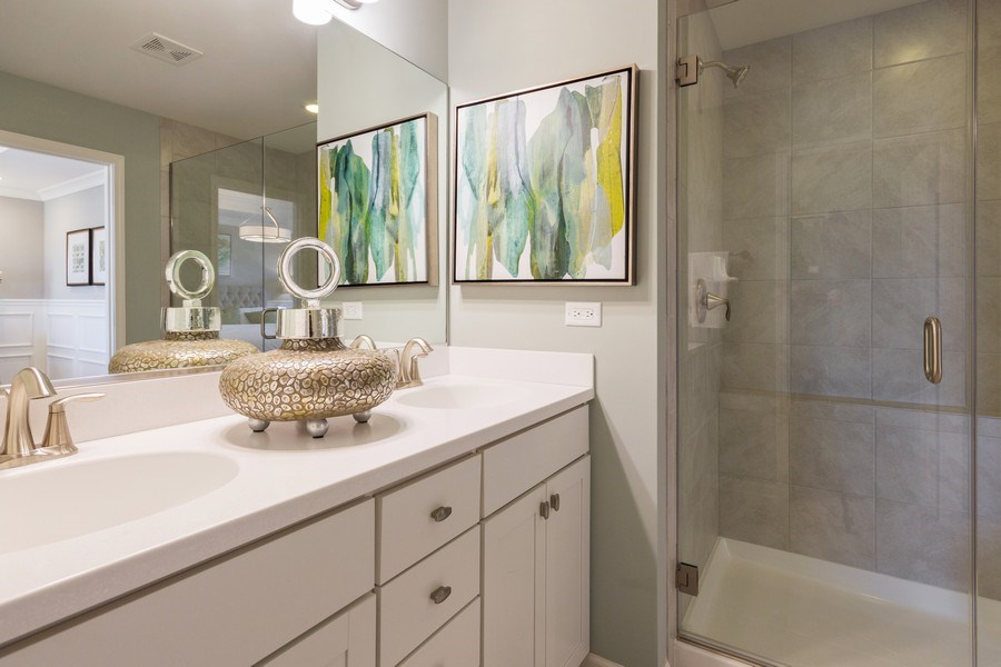 Real Estate Photography - 802 Shadowbrook Ct, Oswego, IL, 60543 - Master Bathroom