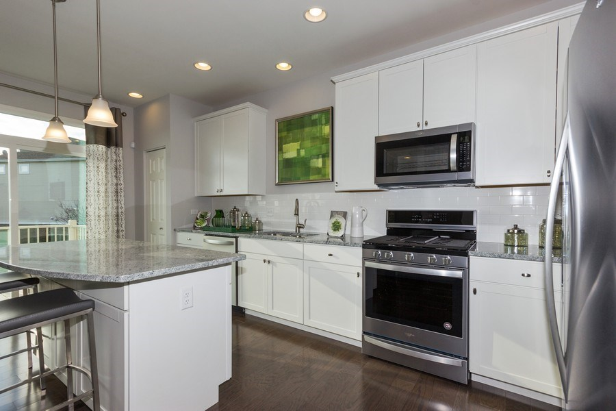 Real Estate Photography - 802 Shadowbrook Ct, Oswego, IL, 60543 - Kitchen