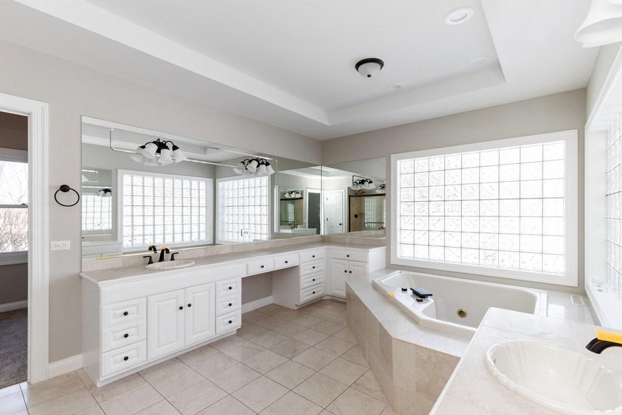 Real Estate Photography - 2091 Trenton Road, Libertyville, IL, 60048 - Master Bathroom