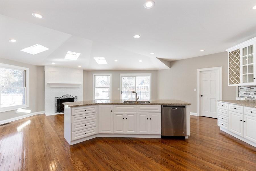 Real Estate Photography - 2091 Trenton Road, Libertyville, IL, 60048 - Kitchen