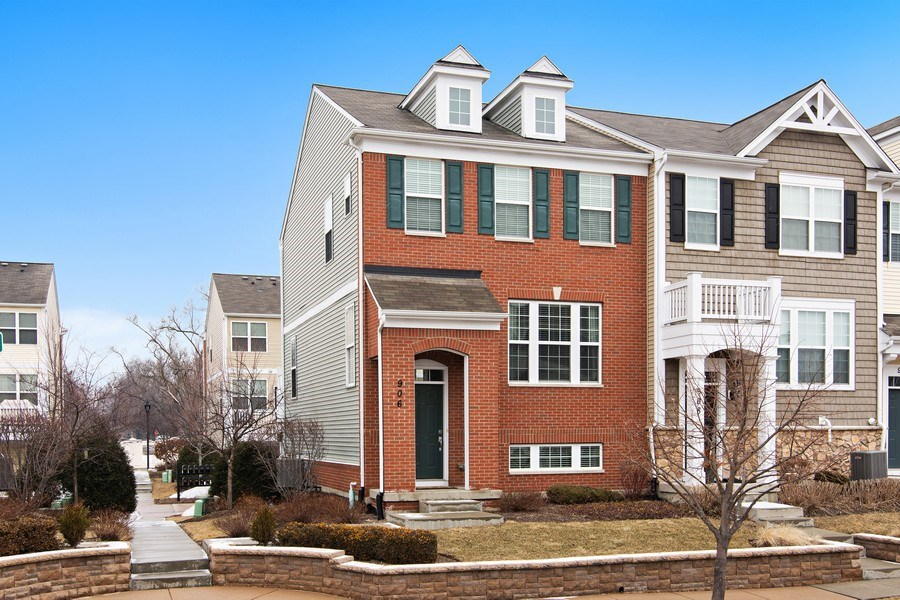 Real Estate Photography - 906 E. Wing Street, Arlington Heights, IL, 60004 - Front View