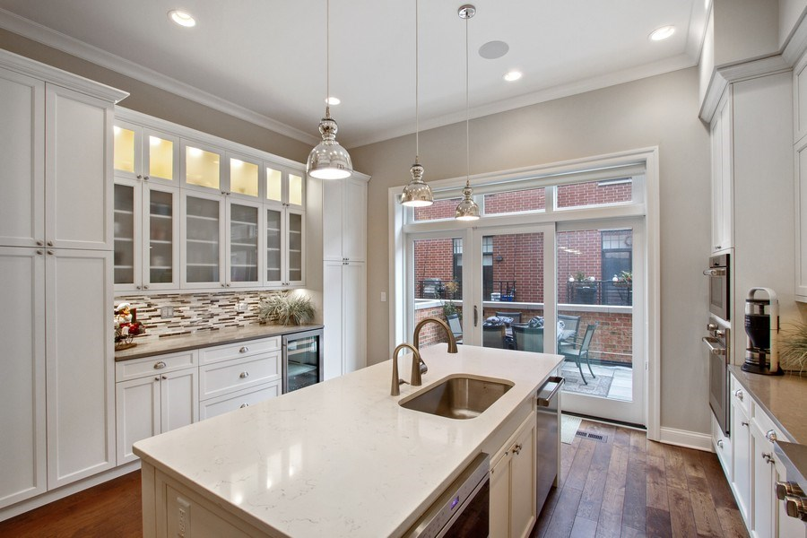 Real Estate Photography - 1834 S. CALUMET Avenue, Unit 3, Chicago, IL, 60616 - Kitchen