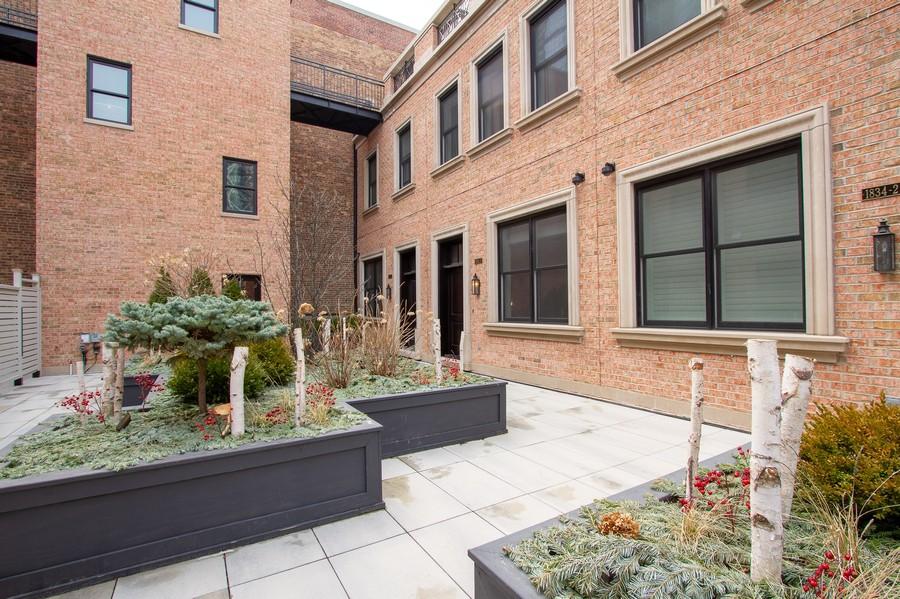 Real Estate Photography - 1834 S. CALUMET Avenue, Unit 3, Chicago, IL, 60616 -