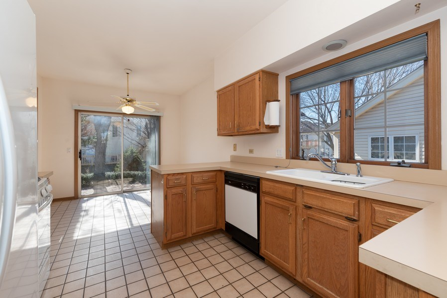 Real Estate Photography - 645 DOGLEG Lane, Bartlett, IL, 60103 - Kitchen