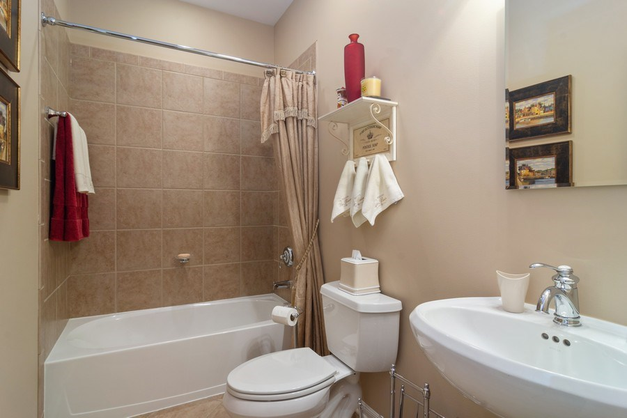Real Estate Photography - 460 W. Haleys Hill Court, Palatine, IL, 60074 - Bathroom