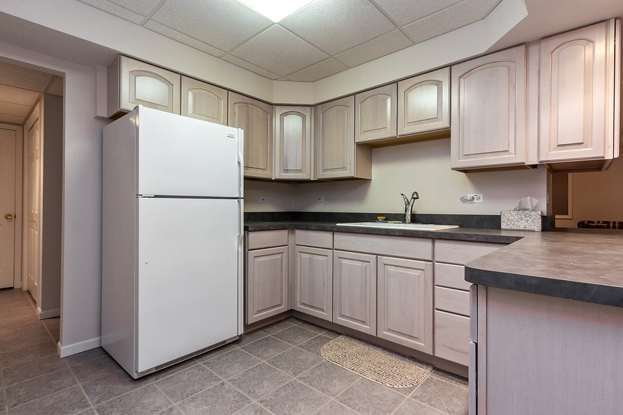 Real Estate Photography - 460 Park Barrington Drive, Barrington, IL, 60010 - Kitchen