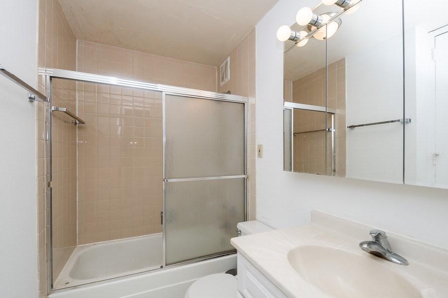 Real Estate Photography - 1 E. SCOTT, Unit 2005, Chicago, IL, 60610 - Bathroom