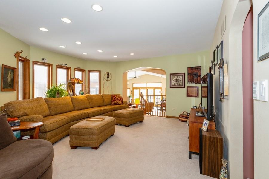 Real Estate Photography - 1113 CRANE Boulevard, Libertyville, IL, 60048 - Living Room