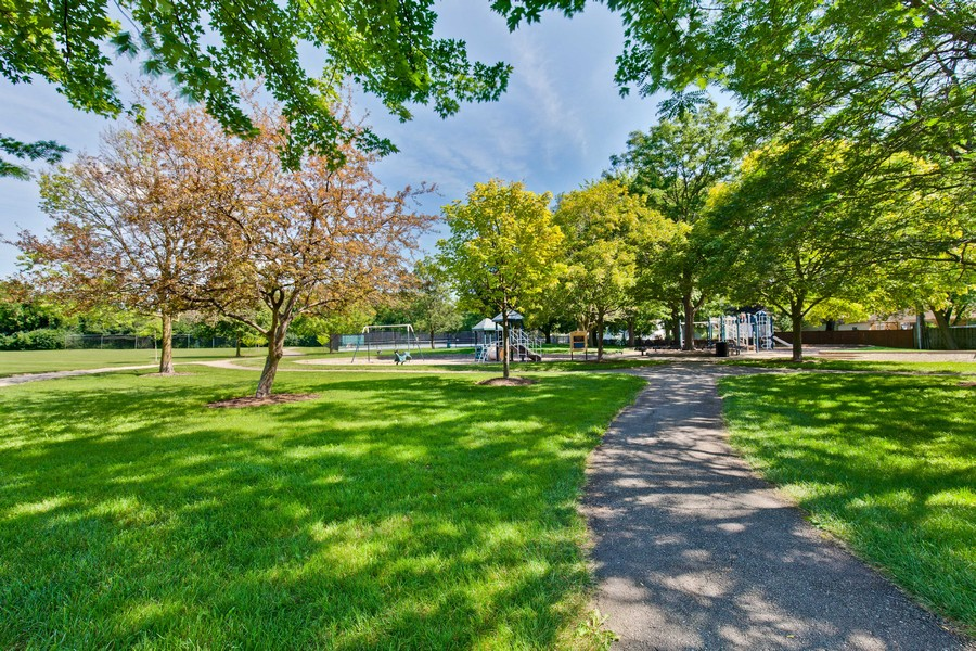 Real Estate Photography - 1113 CRANE Boulevard, Libertyville, IL, 60048 - Located close to trails and the ball fields of Nic
