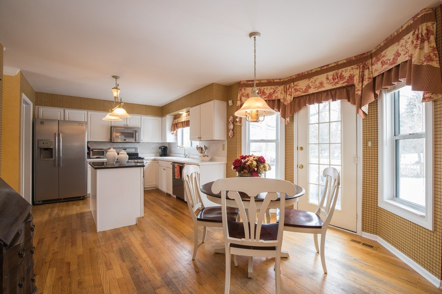 Real Estate Photography - 566 Meadowview Drive, Wauconda, IL, 60084 - Kitchen / Breakfast Room