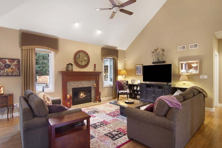Real Estate Photography - 24 Kingsborough Cove, Inverness, IL, 60010 - Great Room