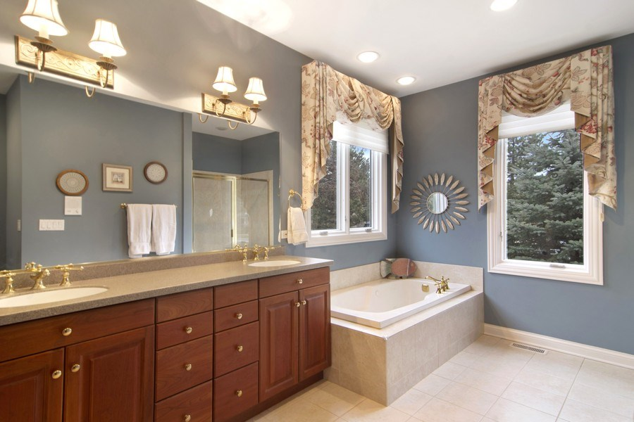 Real Estate Photography - 24 Kingsborough Cove, Inverness, IL, 60010 - Master Bathroom