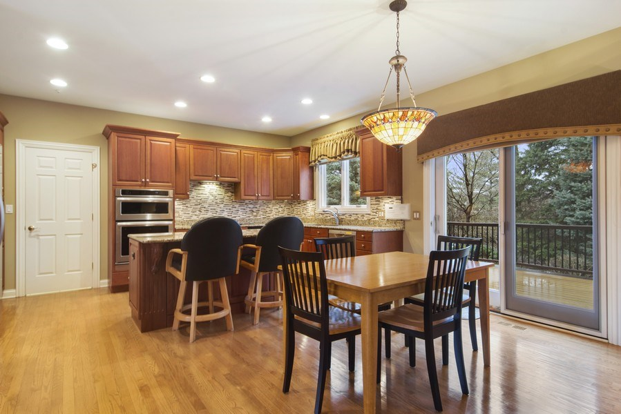 Real Estate Photography - 24 Kingsborough Cove, Inverness, IL, 60010 - Kitchen / Breakfast Room
